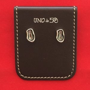 """NWT! UNO de 50 Earrings """"Thrilled"""" PEN0546."""